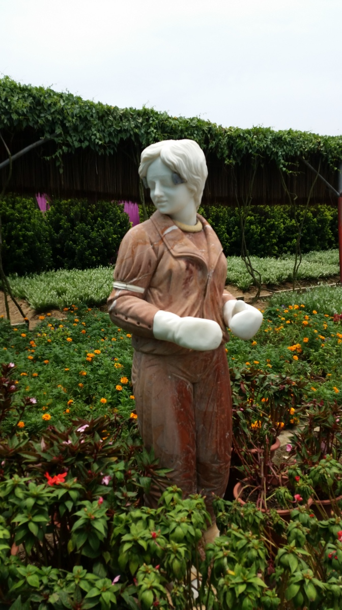 I probably have to write something about the bizarre Princess Diana statue garden in Nansha